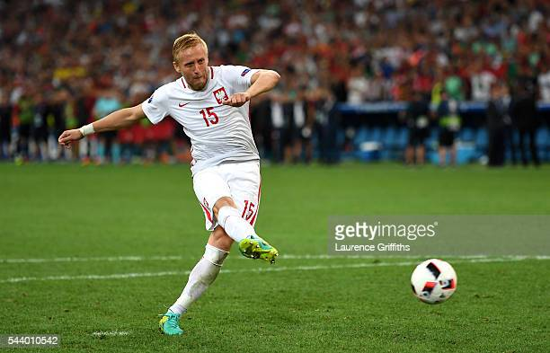 Kamil Glik of Poland scores during the penalty shootout during the UEFA EURO 2016 quarter final match between Poland and Portugal at Stade Velodrome...