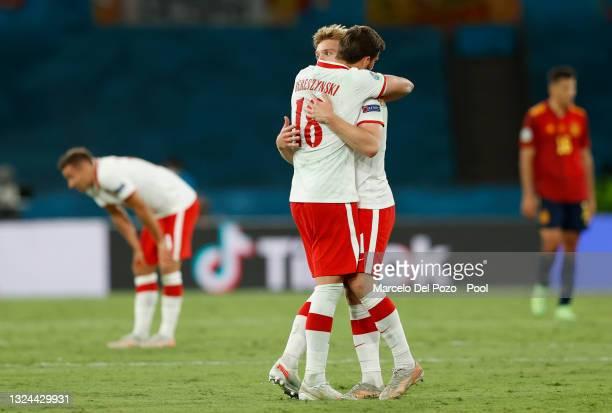 Kamil Jozwiak of Poland celebrates with Bartosz Bereszynski following the UEFA Euro 2020 Championship Group E match between Spain and Poland at...