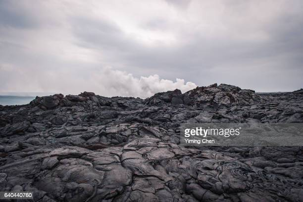kamokuna ocean entry of hawaii volcanoes national park - volcanic rock stock pictures, royalty-free photos & images