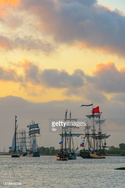 """kamper kogge and russian frigate shtandart during the yacht parade at the 2014 sail kampen event - """"sjoerd van der wal"""" or """"sjo"""" stock pictures, royalty-free photos & images"""