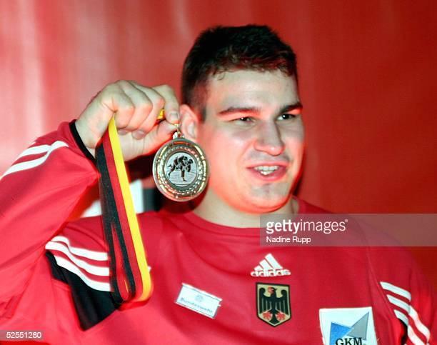 Kampfsport / Judo Otto World Cup 2004 Hamburg Finale 100kg Silbermedaille fuer Andreas TOELZER / GER 220204
