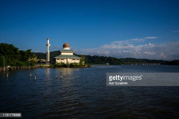 kampung pintu malim mosque located at bandar seri begawan, brunei darussalam - bandar seri begawan stock photos and pictures