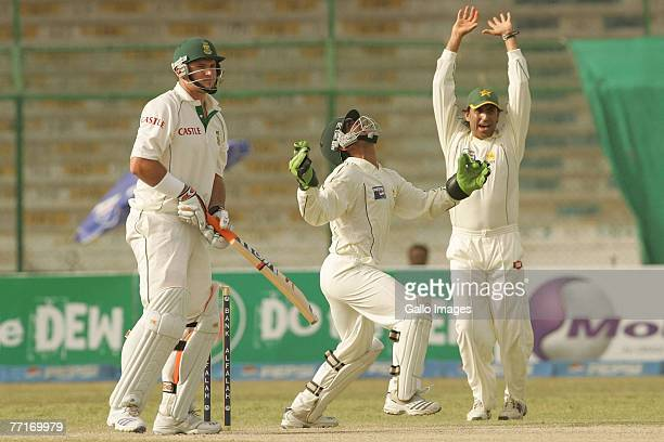 Kamran Akmal and Shoaib Malik of Pakistan celebrate the wicket of Graeme Smith of South Africa during day three of the first test match between...