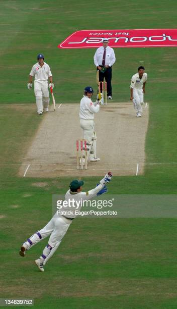 Kamran Akmal drops Marcus Trescothick off Mohammad Sami England v Pakistan 3rd Test Headingley Aug 06
