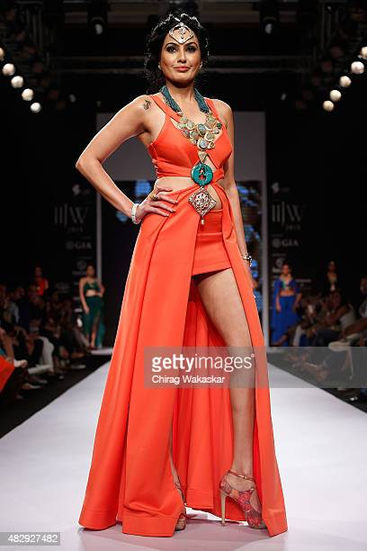 Kamya Punjabi walks the runway at the IIGJ Delhi show during Day 2 of the India International Jewellery Week at the Grand Hyatt on August 4 2015 in...