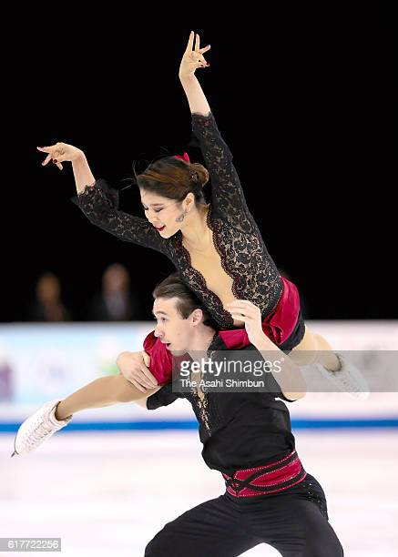 Kana Muramoto and Chris Reed of Japan compete in the Ice Dance Free Skating during day three of the 2016 Progressive Skate America at Sears Centre...