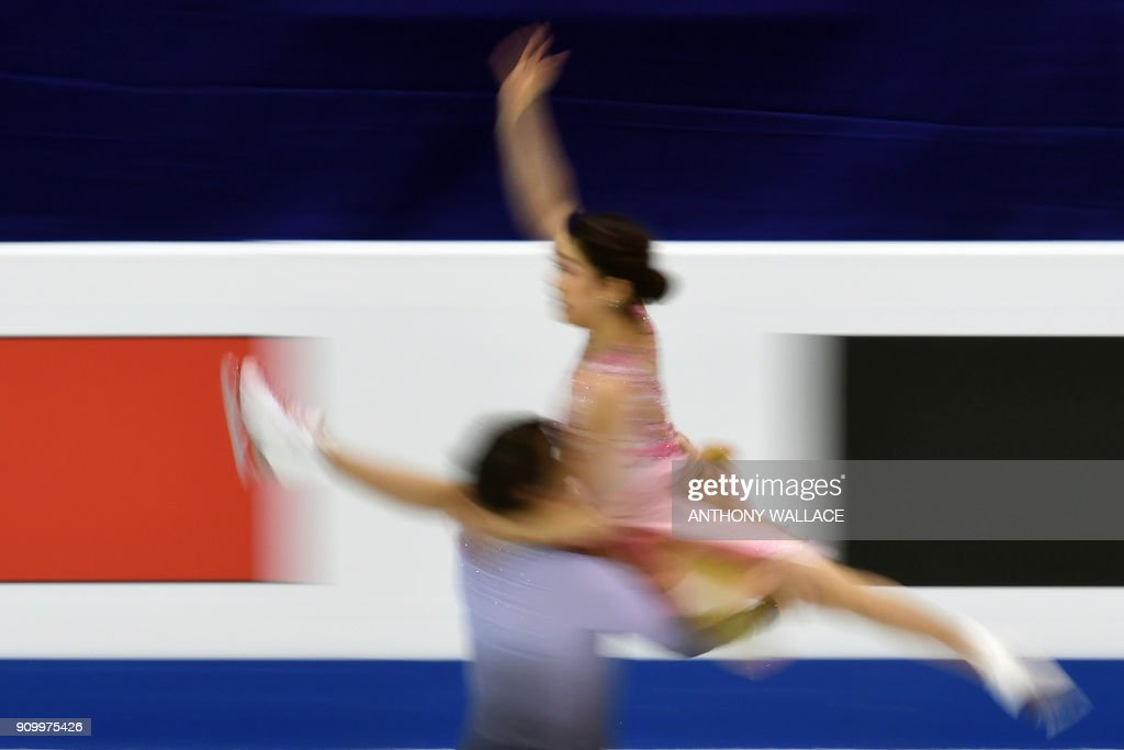 Kana Muramoto (top) and Chris Reed perform during the ice dance - free dance program at the ISU Four Continents Figure Skating Championships in Taipei on January 25, 2018. / AFP PHOTO / Anthony WALLACE