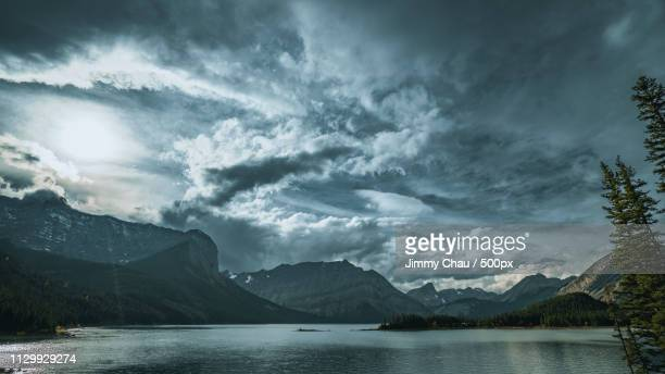 kananaskis lake - water's edge stock pictures, royalty-free photos & images