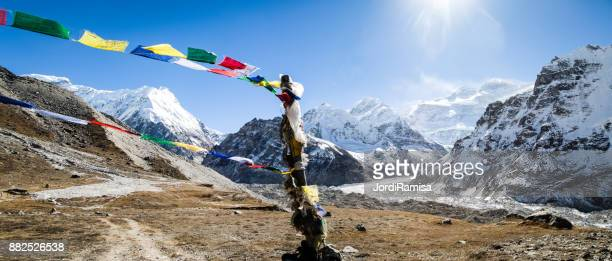 kanchenjunga south base camp - nepali flag stock pictures, royalty-free photos & images