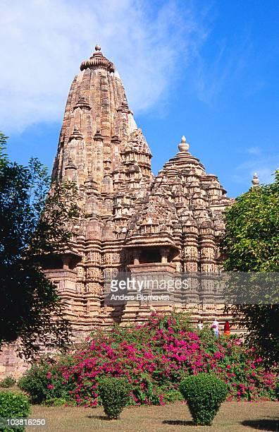kandariya mahadev temple. - khajuraho stock pictures, royalty-free photos & images