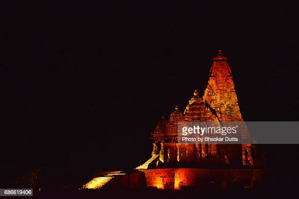 kandariya mahadeva temple of khajuraho at night - madhya pradesh stock photos and pictures