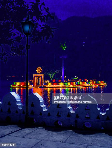 kandy lake is especially beautiful at night - kandy kandy district sri lanka stock photos and pictures