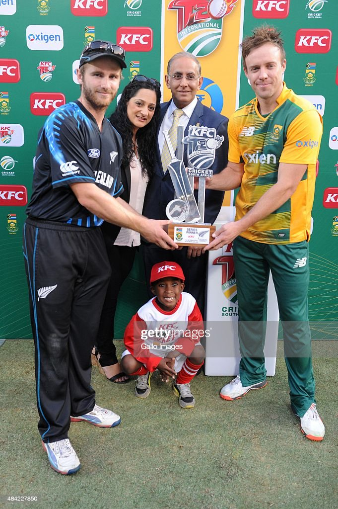 Kane Williamson of New Zealand and AB de Villiers of the Proteas with the trophy during the 2nd KFC T20 International match between South Africa and New Zealand at SuperSport Park on August 16, 2015 in Centurion, South Africa.