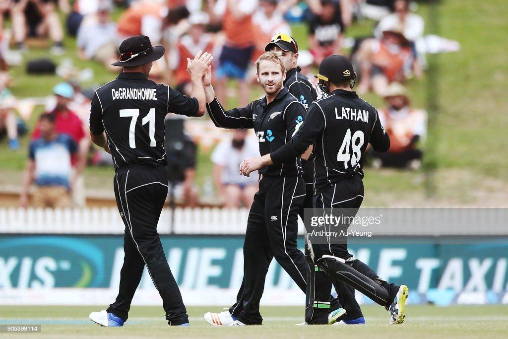 New Zealand v Pakistan - 4th ODI : News Photo