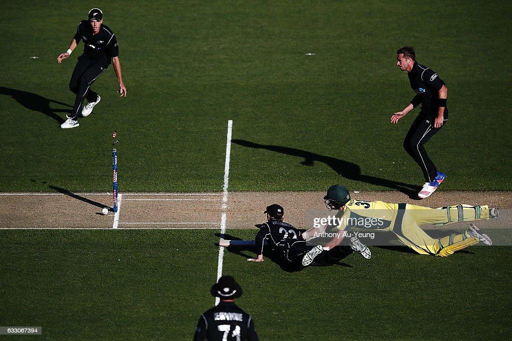 New Zealand v Australia - 1st ODI : ニュース写真