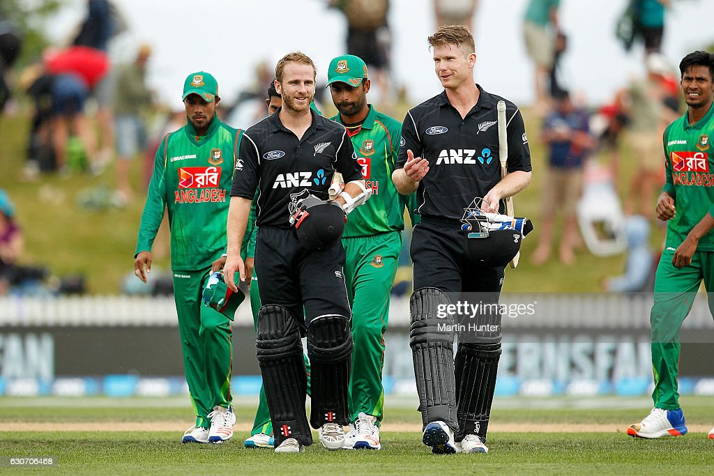 Kane Williamson(L) of New Zealand leaves the field with team mate James Neesham (R) during the third One Day International match between New Zealand and Bangladesh at Saxton Field on December 31, 2016 in Nelson, New Zealand.