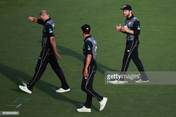 Kane Williamson of the Black Caps talks to his bowlers Seth Rance and Trent Boult during the International Twenty20 match between New Zealand and...