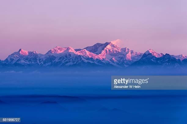 kangchenjunga sunrise - himalaya fotografías e imágenes de stock