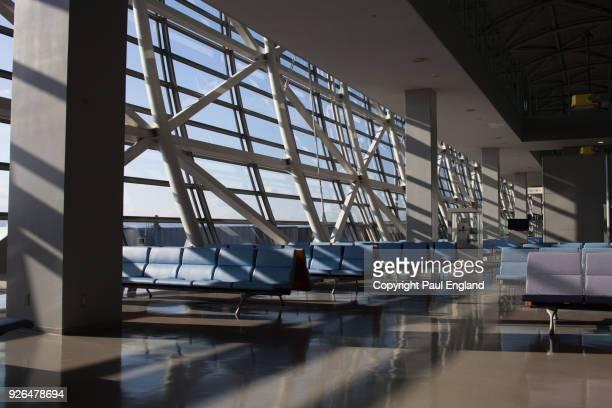 kansai airport - internationaler flughafen kansai stock-fotos und bilder