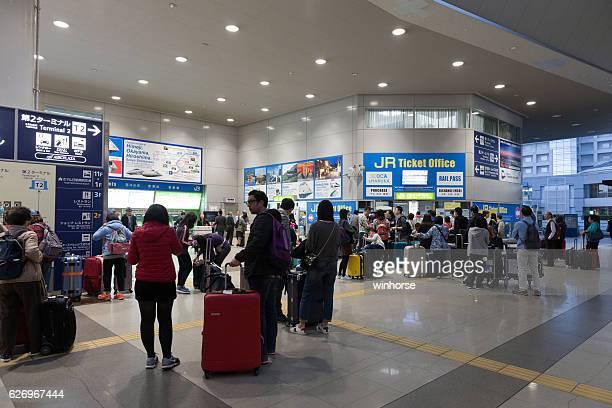 flughafen kansai station in japan - internationaler flughafen kansai stock-fotos und bilder