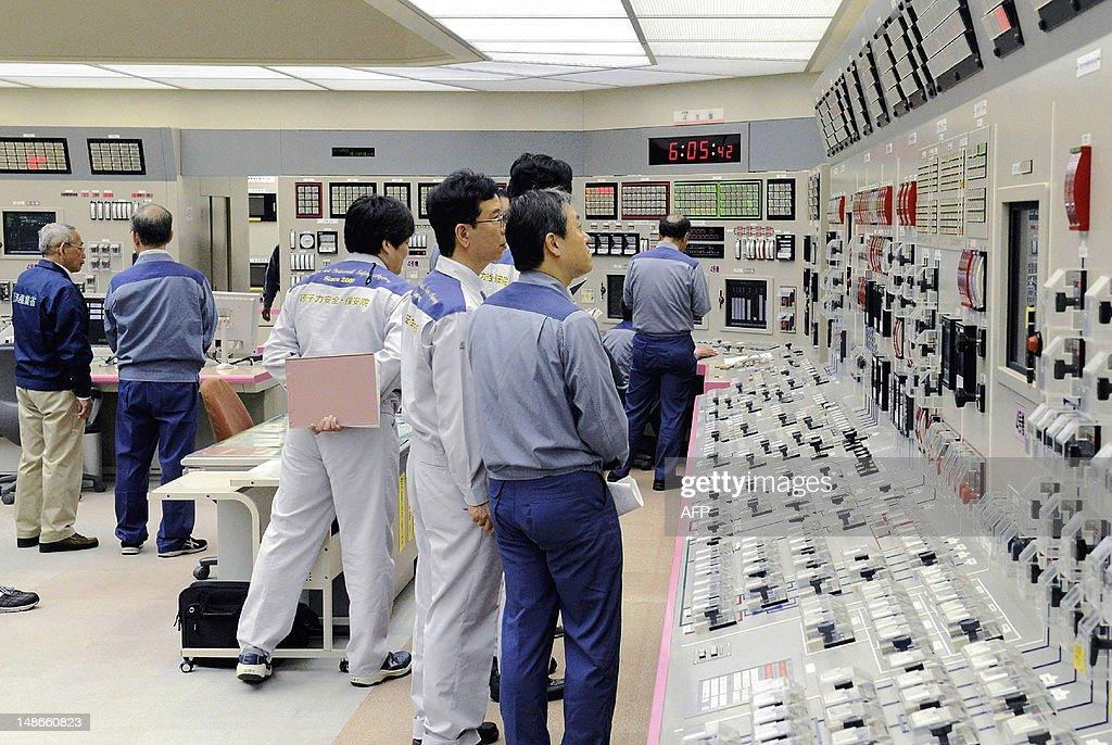 Kansai Electric Power Co (KEPCO) enginee : News Photo