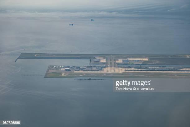 kansai international airport (kix) and osaka bay daytime aerial view from airplane - internationaler flughafen kansai stock-fotos und bilder