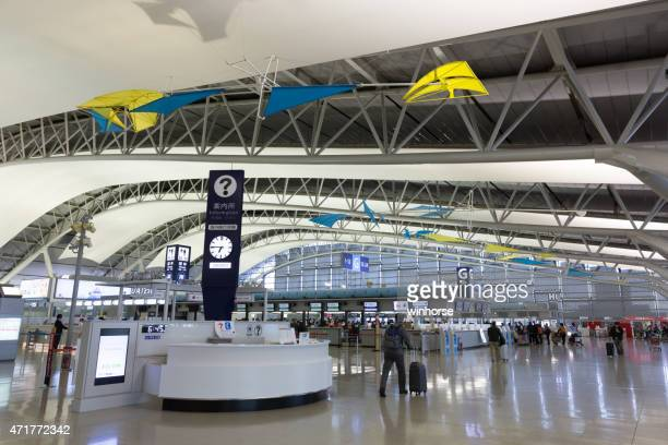 flughafen kansai international in japan - internationaler flughafen kansai stock-fotos und bilder