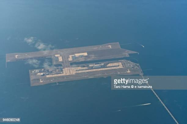 kansai international airport in osaka in japan daytime aerial view from airplane - internationaler flughafen kansai stock-fotos und bilder