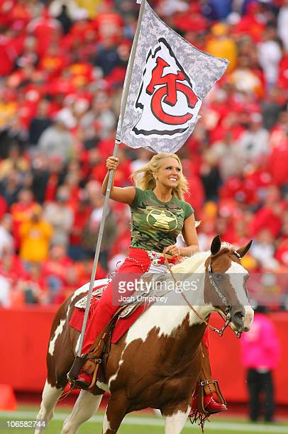 Warpaint And Unicorns Anastasia Beverly Hills Liquid: Kansas City Chiefs Warpaint Stock Photos And Pictures