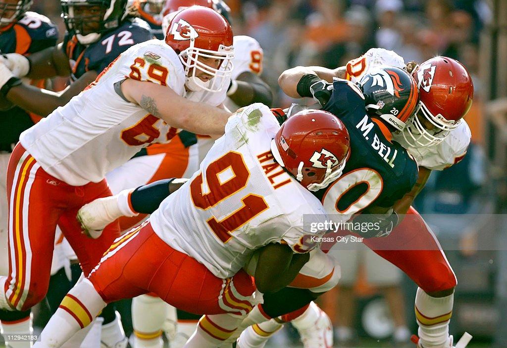 Kansas City Chiefs defensive end Jared Allen, left, Tamba Ha : News Photo
