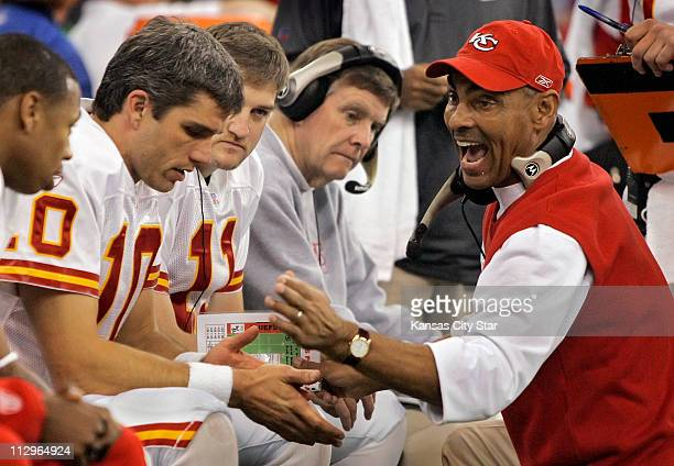 Kansas City Chiefs head coach Herm Edwards right speaks to quarterback Trent Green after another 3andout offensive series in the third quarter...