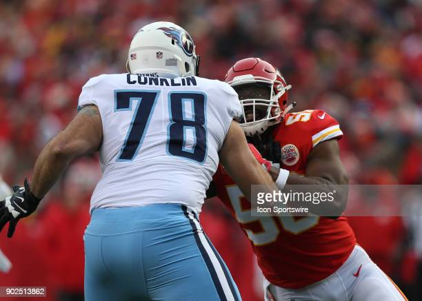 Kansas City Chiefs outside linebacker Justin Houston rushes against Tennessee Titans offensive tackle Jack Conklin in the first quarter of the AFC...