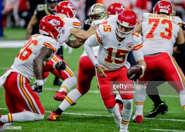 Kansas City Chiefs quarterback Patrick Mahomes hands the ball off to running back Le'Veon Bell against New Orleans Saints on December 20, 2020 at the...