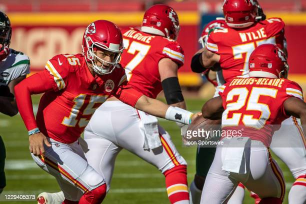 Kansas City Chiefs quarterback Patrick Mahomes looks to hand off to Kansas City Chiefs running back Clyde Edwards-Helaire during the first half...