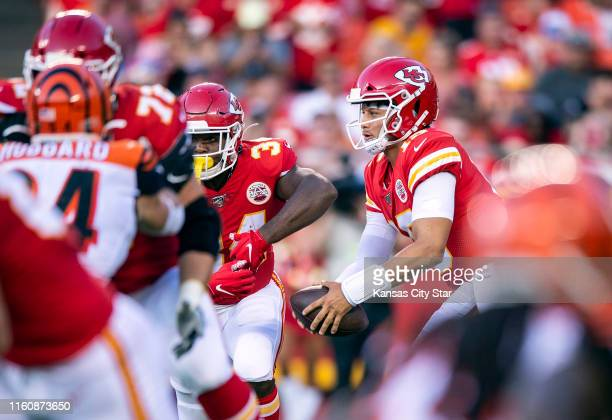 Kansas City Chiefs quarterback Patrick Mahomes right fakes a handoff to running back Carlos Hyde in the first quarter of a preseason game against the...