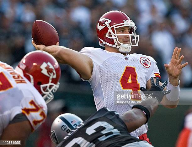 Kansas City Chiefs quarterback Tyler Thigpen completes a first down pass to tight end Tony Gonzalez in the third quarter against the Oakland Raiders...