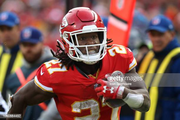 Kansas City Chiefs running back Kareem Hunt during a 16yard reception in the fourth quarter of a week 10 NFL game between the Arizona Cardinals and...