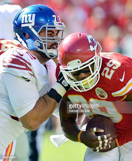 Kansas City Chiefs strong safety Eric Berry picks up a fumble and runs past New York Giants offensive tackle Justin Pugh in the fourth quarter at...