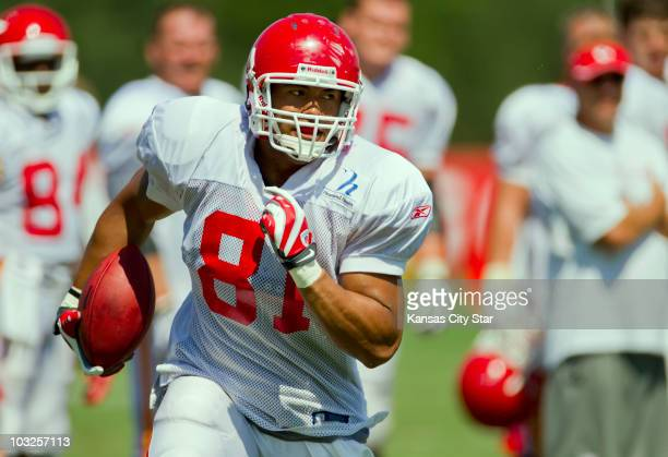 Kansas City Chiefs tight end Tony Moeaki runs with the ball after a catch during practice at the team's summer training camp at Missouri Western...