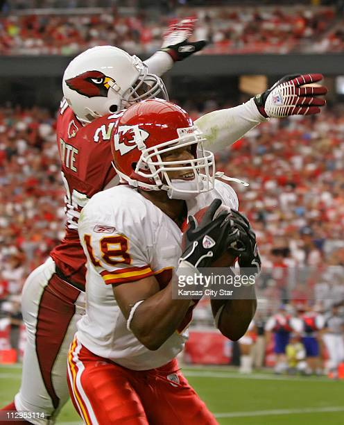 Kansas City Chiefs wide receiver Samie Parker pulls down a 15-yard touchdown pass in the fourth quarter over Arizona Cardinals cornerback Robert...