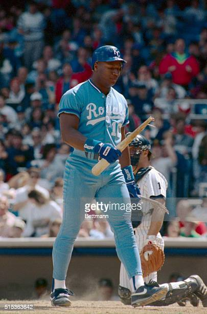 Kansas City Royals' Bo Jackson walks back to the dugout after breaking the bat over his knee after being struck out by New York Yankees pitcher Mike...