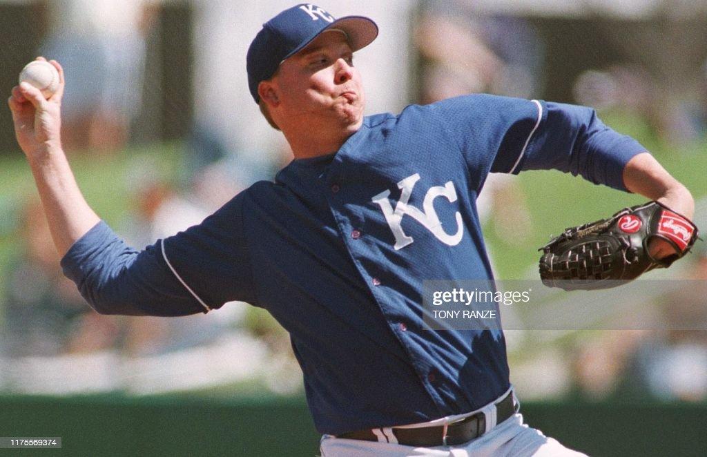 Kansas City Royals pitcher Kevin Appier delivers a pitch ...