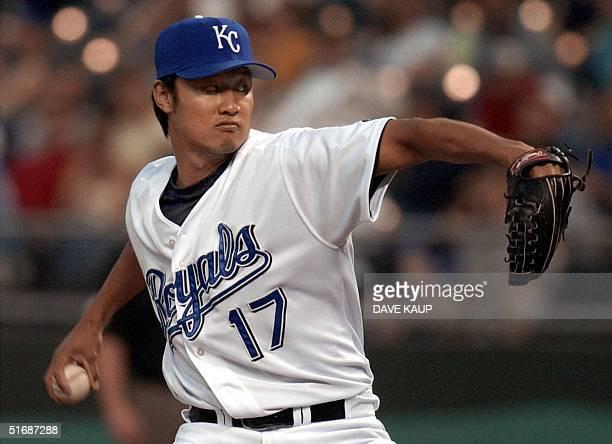 Kansas City Royals' relief pitcher Mac Suzuki winds up against Anaheim Angels' David Eckstein during the fifth inning 29 May 2002 in Kansas City...
