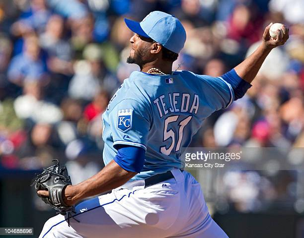 Kansas City Royals relief pitcher Robinson Tejeda throws a pitch in the seventh inning of a baseball game against the Tampa Bay Rays at Kauffman...