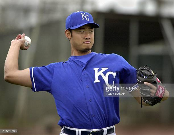 Kansas City Royals right handed pitcher Mac Suzuki of Kobe Japan as he warms up during spring training camp at Baseball City FL 23 February 2001 AFP...