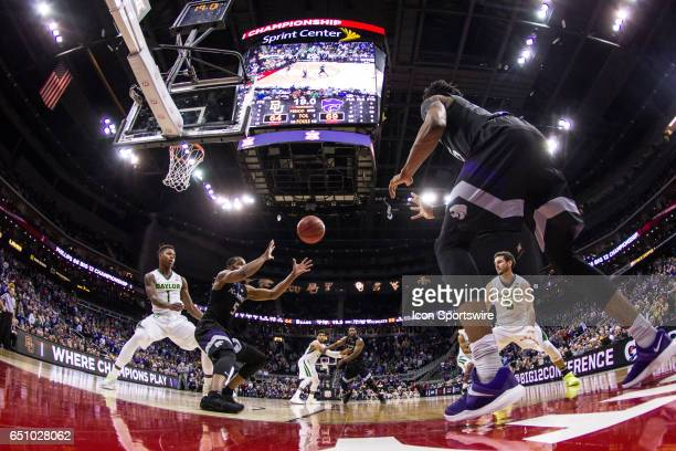Kansas State Wildcats forward Dante Williams inbounds the ball to Kansas State Wildcats guard Barry Brown during the Big 12 conference mens...
