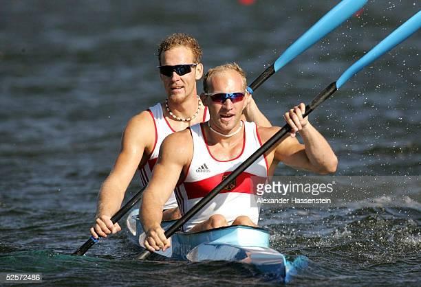 Kanu Olympische Spiele Athen 2004 Athen Kanu Rennsport / Kajak K2 500m / Maenner Gold Ronald RAUHE und Tim WIESKOETTER / GER 280804