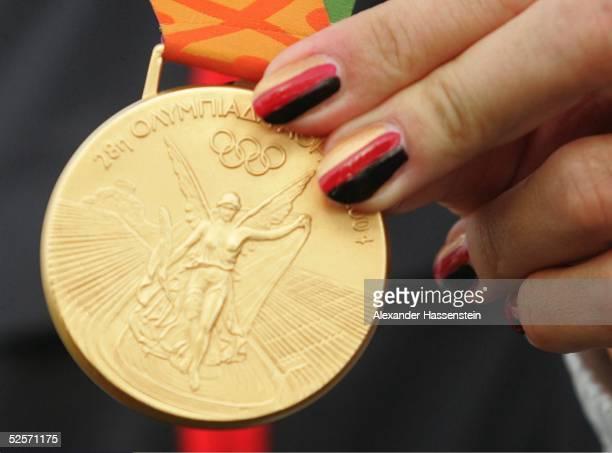 Kanu Olympische Spiele Athen 2004 Athen Kanu Rennsport / Kajak K4 500m / Frauen Gold Team Germany Birgit FISCHER Maike NOLLEN Katrin WAGNER Carolin...