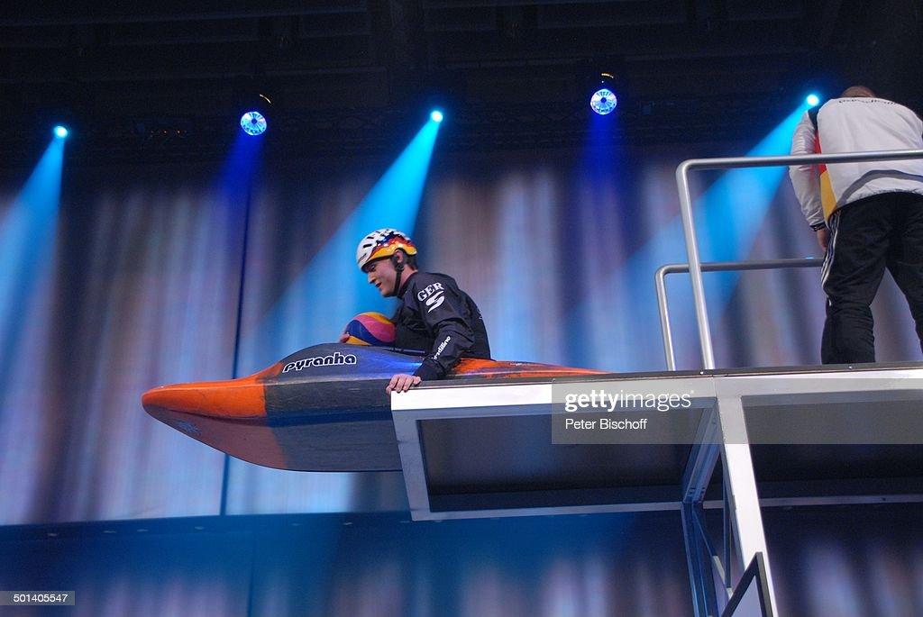 B B Wiesbaden kanufahrer beim sprung vom sprungbrett gala 42 des sports