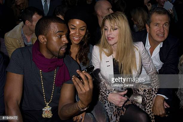 Kanye West Alexis Pfiffer Courtney Love and Mario Testino at the Givenchy Spring/Summer Show on October 3 2007 in Paris